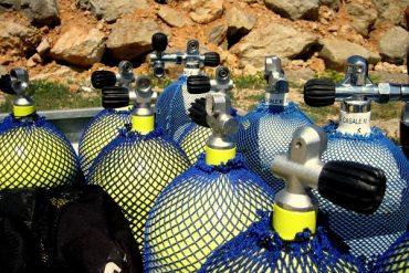 Scuba Diving -Tauchen Ausruestung Pressluftflaschen