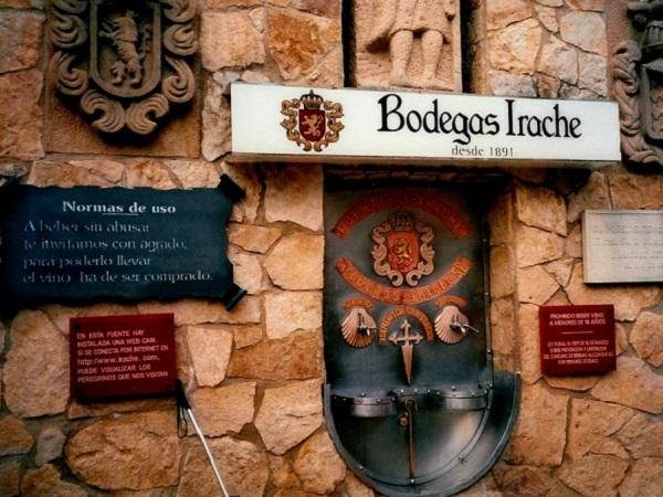 Camino de Santiago - Jakobsweg Brunnen Wein