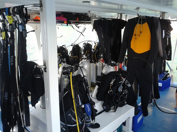Similan Islands Diving Tauchboot Ausruestung