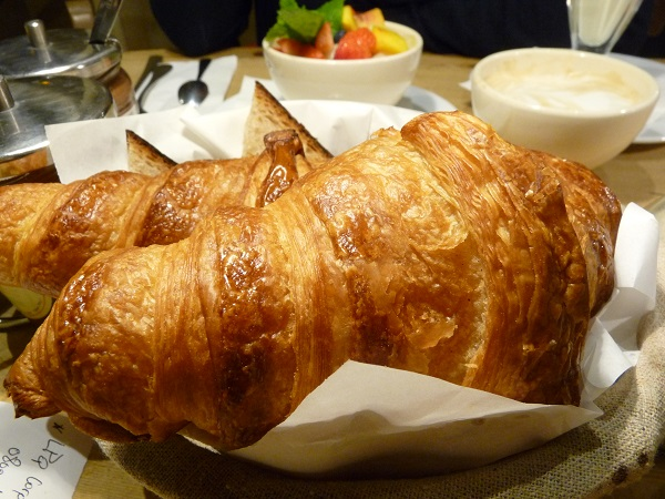 Croissants Le pain quotidien Cafe Paris