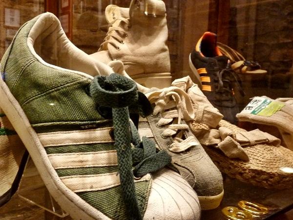 Schuhe aus Hanf Museum Barcelona