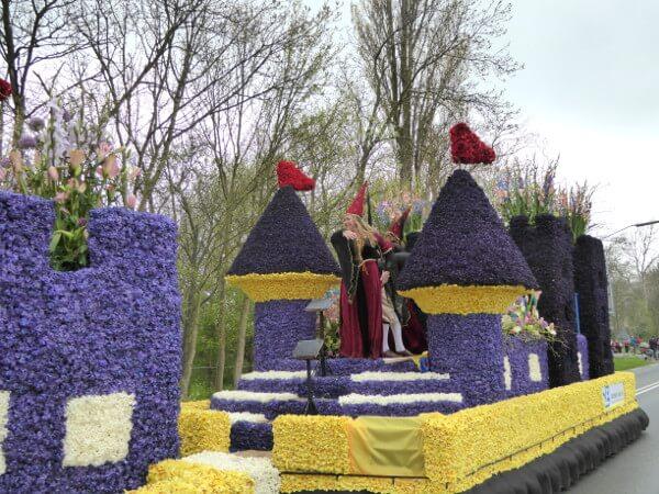 Blumenkorso Holland Bollenstreek Praalwagen Burgfräulein