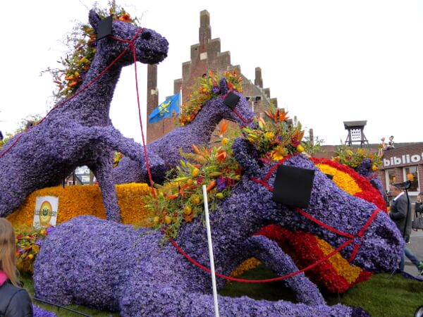 Praalwagen Pferde Blumenkorso Holland Bollenstreek noordwijkerhout
