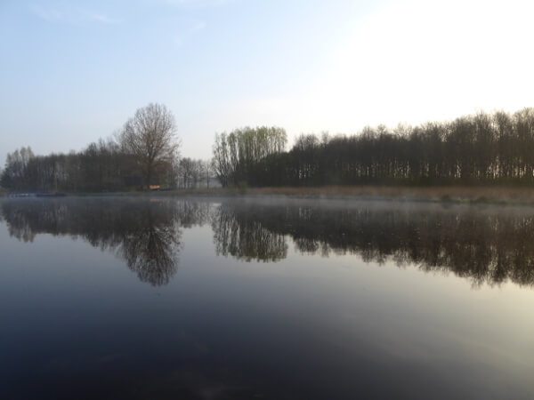 morgennebel Kanal Holland bootstouren