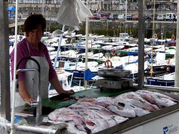 fische verkauf im Hafen Lekeitio Bizkaia