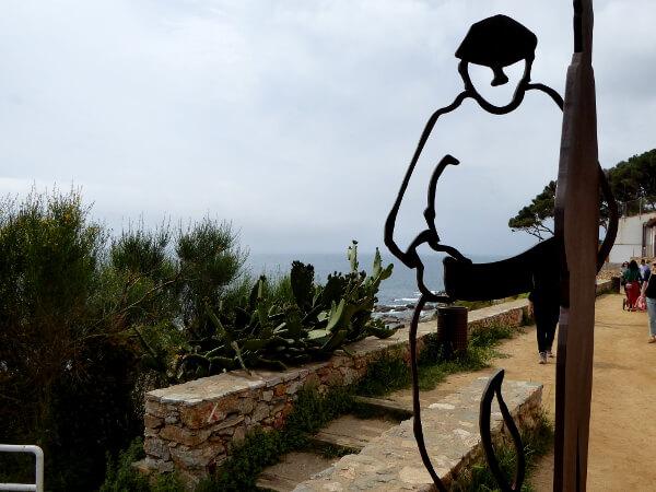 la gent del mar statue calella palafrugell