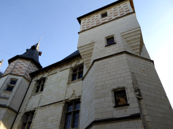Saumur Rathaus Wehrturm