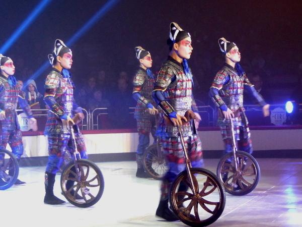 AKROBATIK EINRAD CHINA Zirkus Festival Figueres