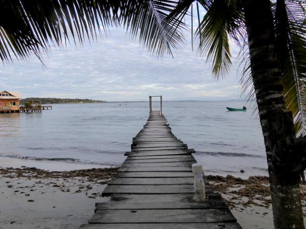Isla Carenero Bocas del Toro am Abend Steg