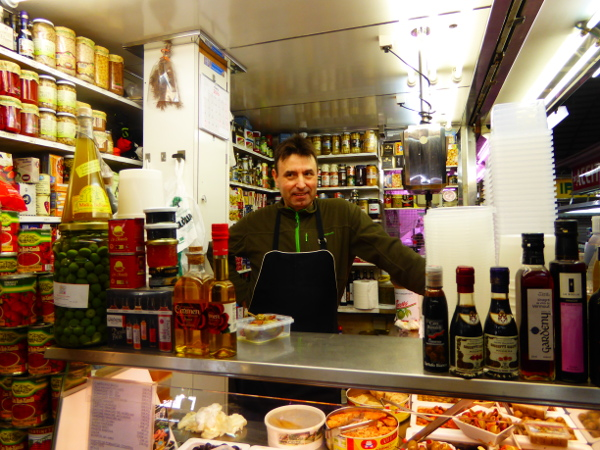 Food tour Gracia Barcelona Markt Oliven