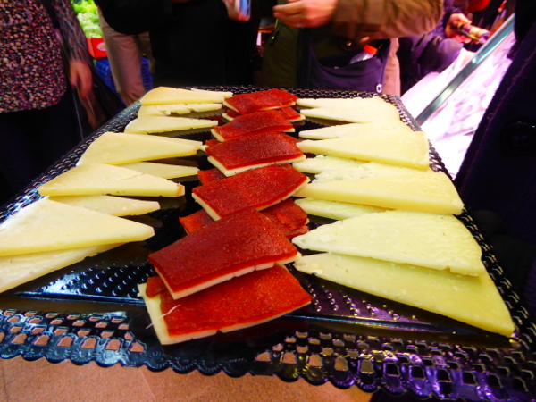 Food tour Gracia Barcelona queso Markt