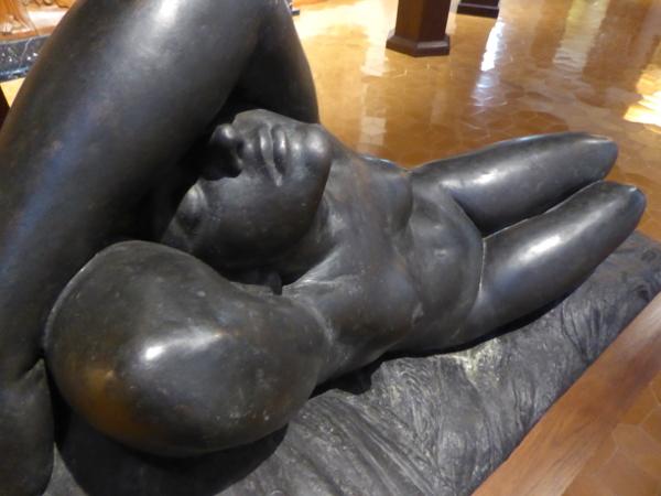 Statue Frau frederic Mares Museum