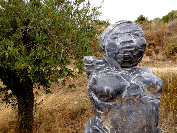 skulptur Mas Blanch i Jové Weingut Costers del Segre Freibeuter Reisen