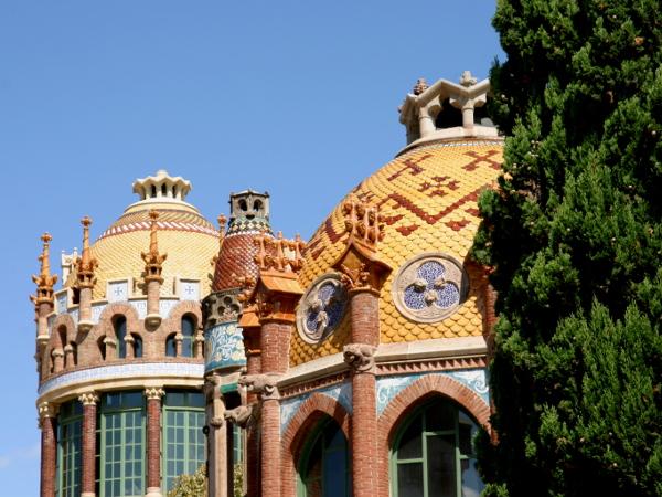hospital-sant-pau-santa-creu-barcelona-gelbe-kuppeln-freibeuter-reisen