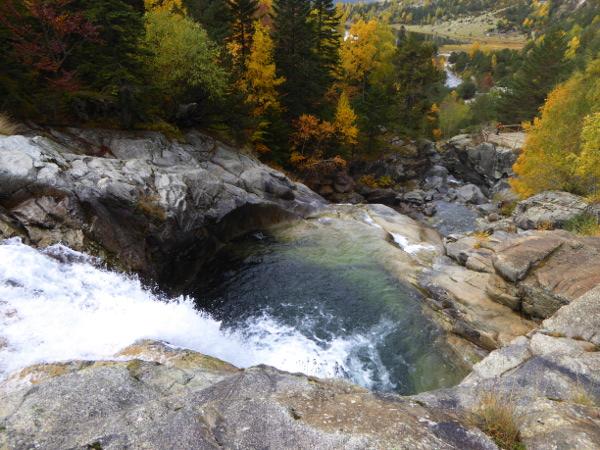 becken-wasserfall-nationalpark-aigueestortes-freibeuter-reisen