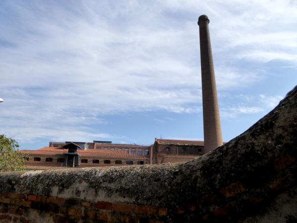 ehemalige-textilfabrik-colonia-gueell-barcelona-freibeuter-reisen
