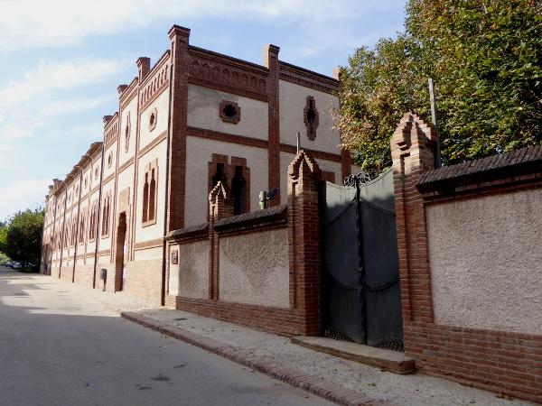 ehemals-kloster-colonia-gueell-barcelona-freibeuter-reisen