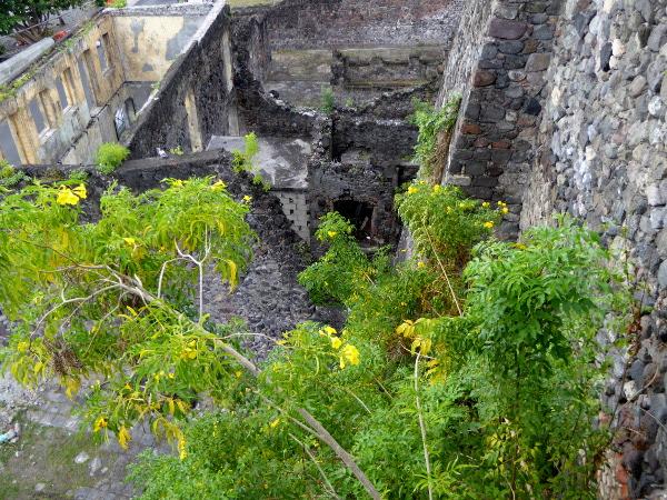 ruinen-in-saint-pierre-freibeuter-reisen