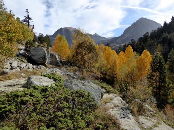wandern-herbst-pyrenaeen-nationalpark-aigueestortes-freibeuter-reisen