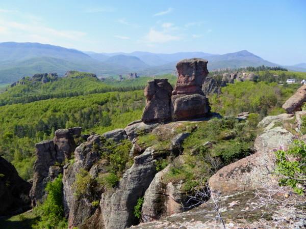 felsen belogradchik wald natur freibeuter reisen bulgarien