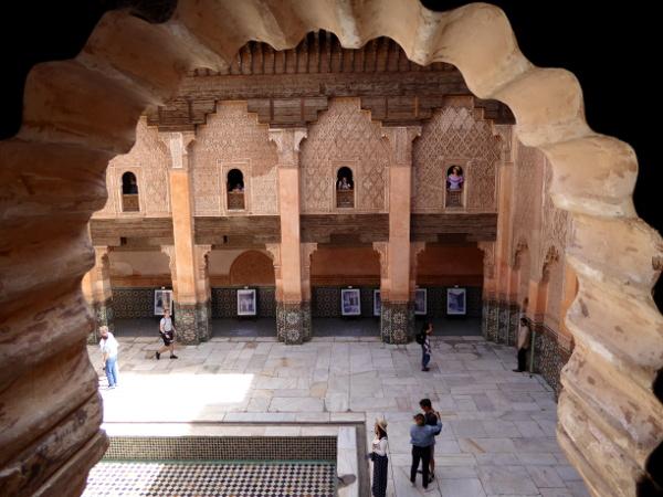marrakesch blick aus dem fenster der medersa ben youseff freibeuter reisen