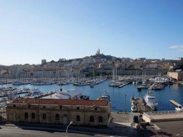 blick auf den vieux port marseille alter hafen freibeuter reisen