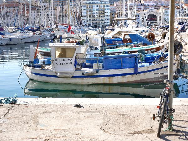 boot im Hafen von Marseille Freibeuter reisen