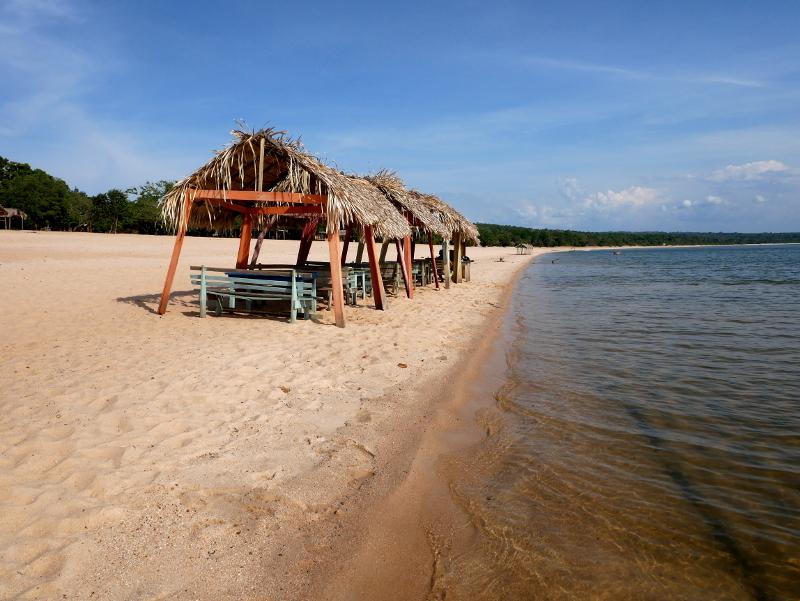 alter do chao essen am strand pindobal amazonas rio tapajos freibeuter reisen