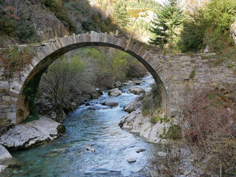 valle de roncal puenta isaba navarra