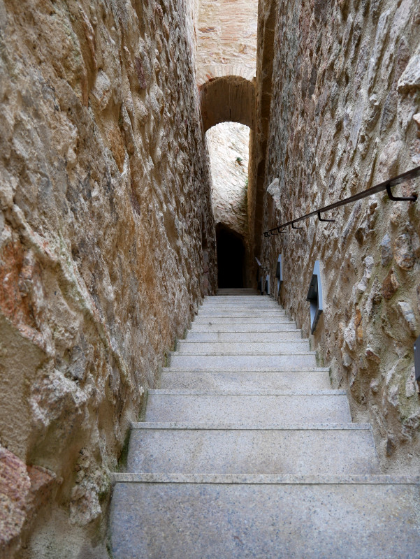 Treppe Turm Kloster Sant feliu de Guixols Monestir freibeuter reisen