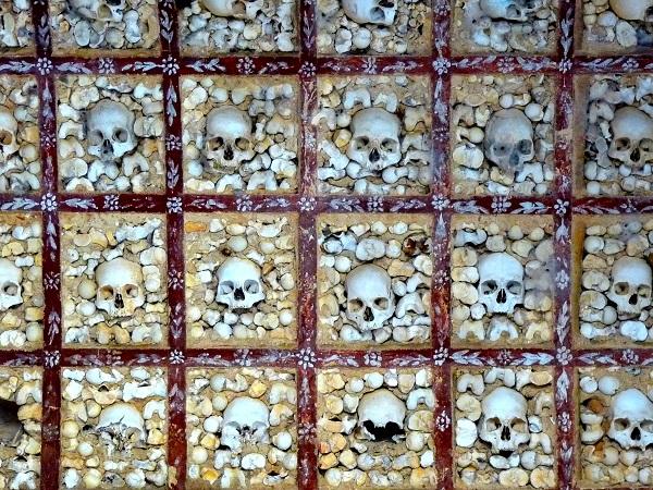 Knochenkappelle Portugal - Capela dos ossos