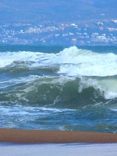 L' Escala - hohe Wellen im Golf von Roses 1