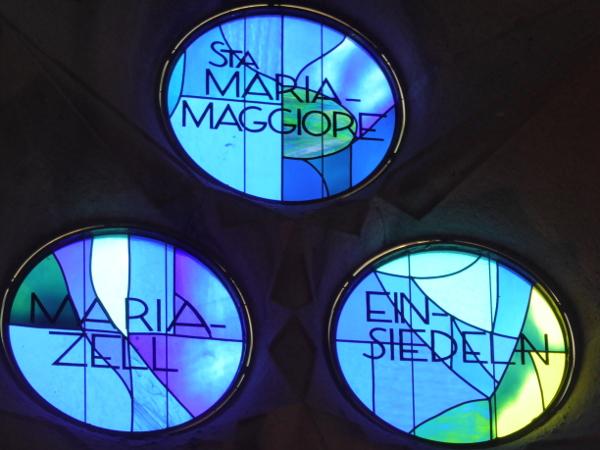 mariazell licht blau sagrada familia barcelona freibeuter reisen