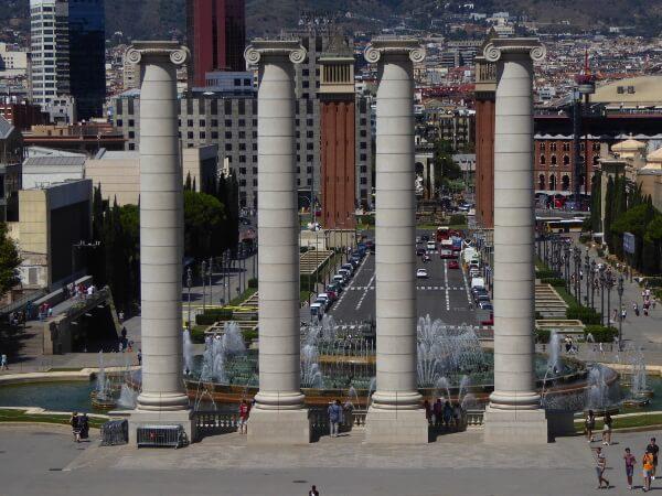 quatre columnes Barcelona Montjuic