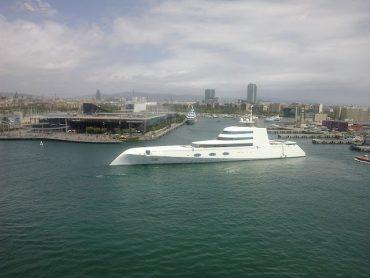Hoher Besuch im Hafen: Die Motor Yacht A des Designers Philippe Starck 2