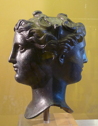 Verona Römisches Theater Archäologisches Museum doppelkoepfige