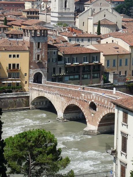 Blick auf Ponte Piedra Verona vom Römischen Theater Verona Römisches Theater