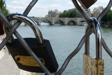 Paris - Pont des Arts - Brücke der Verliebten 2