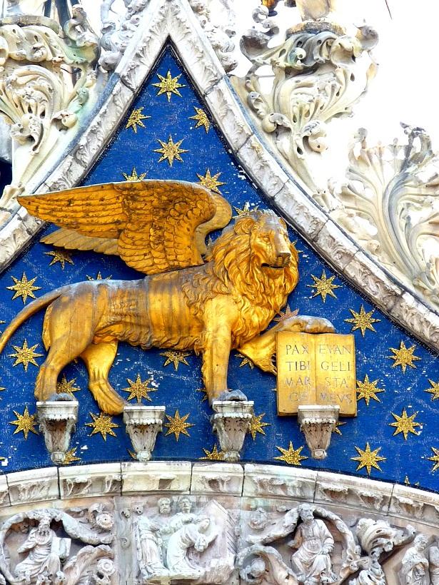 Venedig Markusdom- Markuslöwe auf der Piazza San Marco