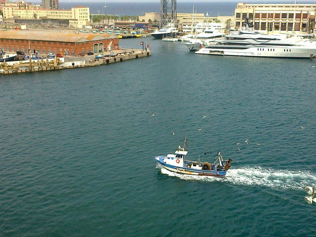 Barcelona Hafen Fischerboot