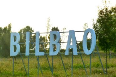 Bilbao Airport - im Stil der 60er 6