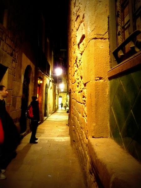 barcelona-barrio-gotico-altes-haus-schief