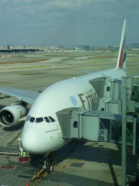 A-380 Emirates Barcelona-Dubai   finger