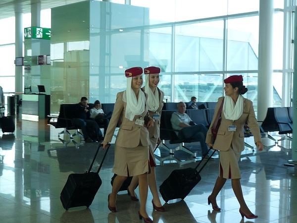 A-380 Emirates Barcelona-Dubai stewardessen