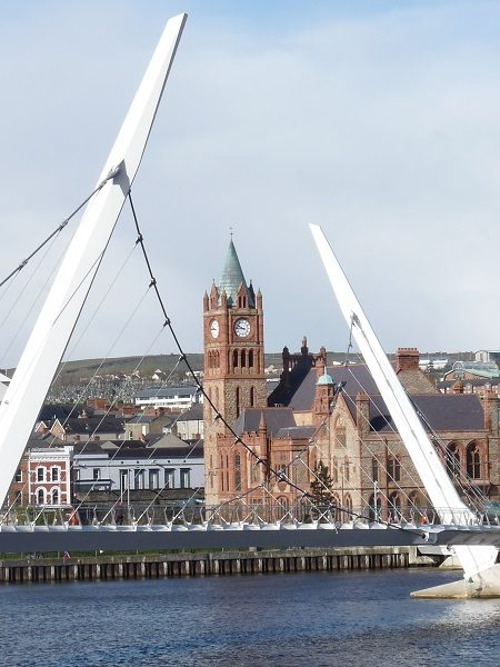 Peace Bridge Derry / Londonderry Guildhall
