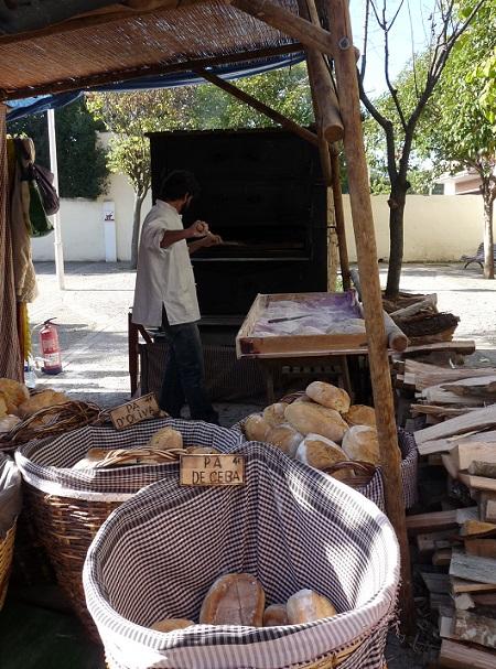 Weihnachtsmarkt Brot backen