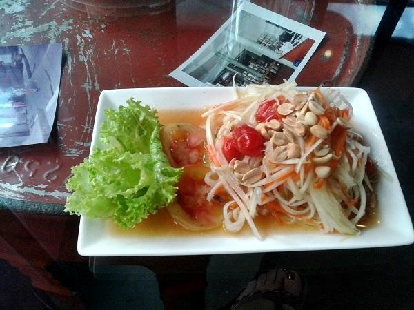 thailändische Küche Bangkok - Salat mit Erdnüssen