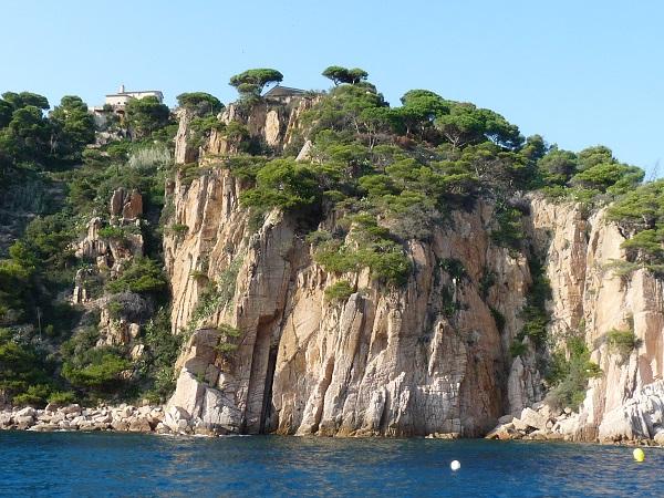 Costa Brava Wilde Küste Felsen Höhlen