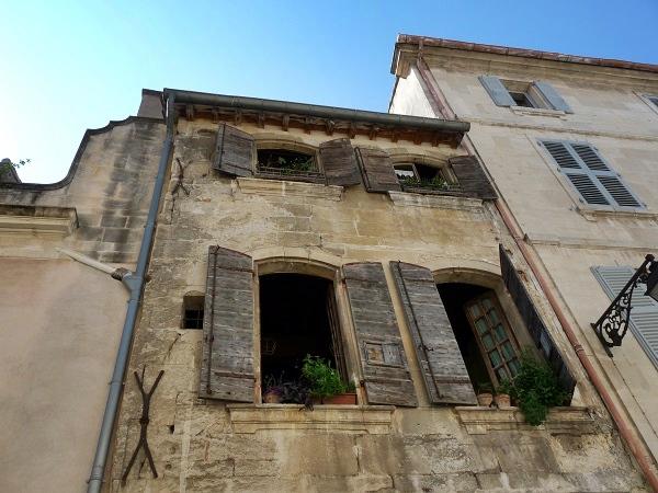 Arles Provence alte Fassade