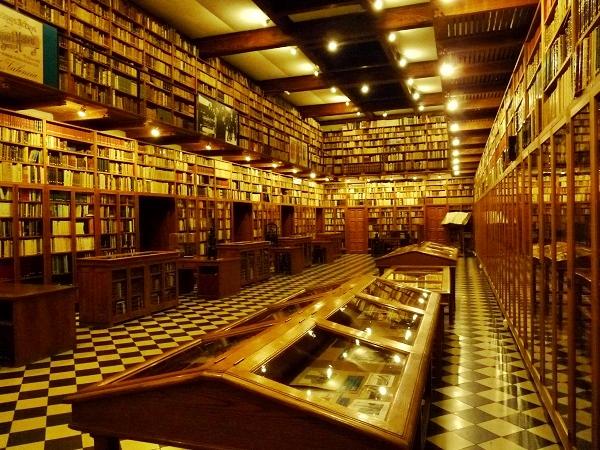Peralada Schloss Bibliothek